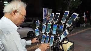 Pokemon Go enthusiast plays with 15 phones