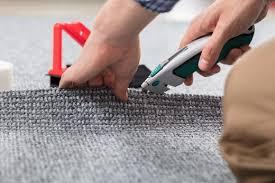 Wir versehen den teppichboden gern für sie mit einer hochwertigen kettelkante. Teppich Verlegen Lassen Kosten Preise Sparmoglichkeiten Und Mehr