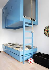 ... bunk beds design showing that there are no limits to human imagination.  Also using the bunk bed with buildings in a kid's room is a perfect  opportunity ...