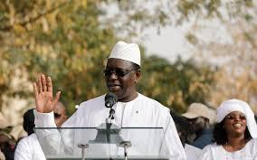 Sénégal : le président Macky Sall réélu dès le premier tour - Le Parisien