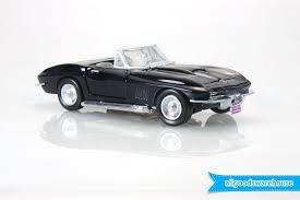 1967 Chevrolet Corvette Sting Ray Convertible 1:24 scale die-cast ...