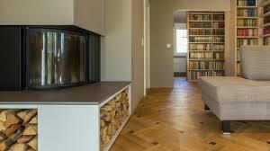 Elegantes Wohnzimmer Mit Integrierter Bibliothek