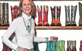 10 Questions for Wendy Henry – Footwear News