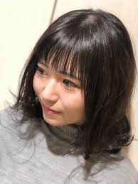 ミディアムヘアスタイル暗髪カラー
