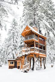 Luxurious tree house Top 10 Cool Luxury Montana Treehouse Retreat Homeawaycom Luxury Montana Treehouse Retreat Homeaway