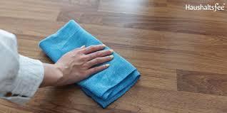 Für möbel, türen & küchen. Laminat Und Vinyl Reinigen Und Pflegen Tipps Zum Boden Wischen