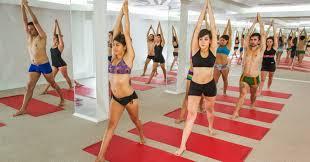 los beneficios del bikram yoga en verano