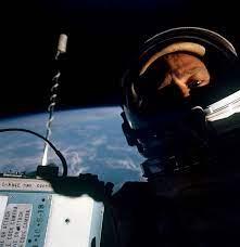Uzaydaki İlk Selfie, Bundan Tam 52 Yıl Önce Çekildi