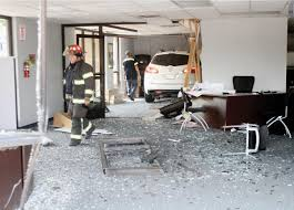 Auto Mobile Office Car Strikes Maryville Aaa Office News Thedailytimes Com