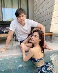วิว วรรณรท โชว์ชุดว่ายน้ำสุดเซ็กซี่ โดยมีแฟนหนุ่ม เจษ มาคุม | The Thaiger  ข่าวไทย