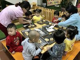 Cùng học làm bánh với các bé lớp C3, Nhà trẻ 1 và Nhà ...