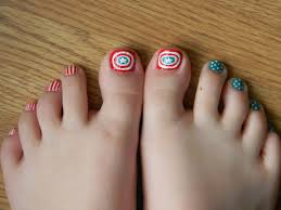 30 Best and Easy Christmas Toe Nail Designs – Christmas Celebrations