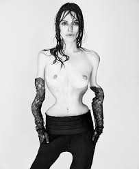PsBattle Keira Knightley posed nude to protest the Photoshopping.