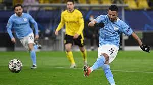 Mahrez benut penalty voor City tegen Dortmund na ongelukkige handsbal | NU  - Het laatste nieuws het eerst op NU.nl