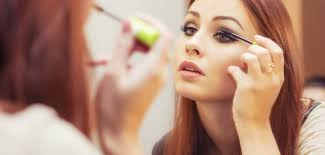 makeup mistakes that could damage your eyes