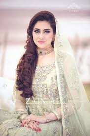 one amazing trend is that brides wear dark color clothes on barat day while they prefer light dresses for walima beautiful bridal makeup 2018 for wedding