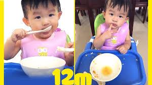 Bé Ori Tập Dùng Muỗng Ăn Dặm Lúc 12 Tháng Tuổi