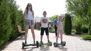 4 rủi ro thường gặp khi cho trẻ chơi xe điện cân bằng • Hello Bacsi