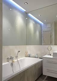 Indirekte Deckenbeleuchtung Und Spiegelwand Im Kleinen Bad