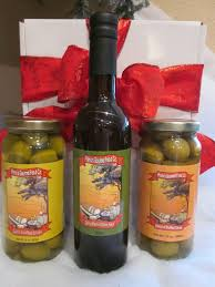 this gift box is party perfect it includes one bottle of primo s dirty martini mix a jar of garlic stuffed olives and