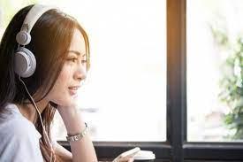 Mendengarkan musik sambil belajar bahasa inggris juga bisa kamu lakukan lho. 15 Manfaat Mendengarkan Musik Bisa Meningkatkan Iq