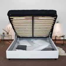 Sopra, un'immagine vettoriale di un letto singolo, con struttura larga sia in testa che ai piedi: Letto Contenitore Moderno Matrimoniale Senza Testiera In Similpelle