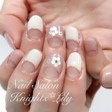 Knights Star Lilyさんのネイルデザイン 春のシンプル逆フレンチネイル