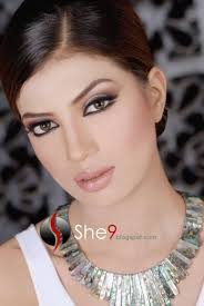 these make over collections have little bit of work on natural makeup specially on lipstick and outliner lips color have contrast of skin color but when we