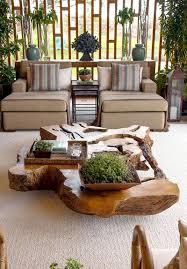 Linda mesa de centro com tronco de árvore e pés de madeira feita com pinus. 20 Formas De Utilizar Troncos De Arvores Na Decoracao Hf Urbanismo