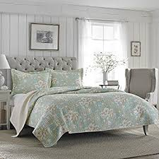 Amazon.com: Laura Ashley Amberley Quilt Set, King (Black): Home ... & Laura Ashley Brompton Serene Reversible Quilt Set, King Adamdwight.com