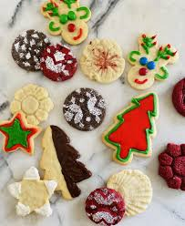 Make your christmas cookies stand out with decorating ideas that range from sophisticated to simple. 7 Easy Christmas Cookie Decorating Hacks Allrecipes