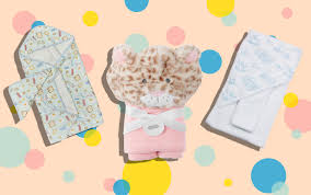 Sat on top, the smaller case includes bath time essentials, baby shampoo, baby soap, 2 nappies and a plush zero twist facecloth perfect for bath time. How To Give A Baby A Bath Parents