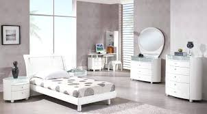 Attractive White High Gloss Bedroom Furniture Sets Black And ...