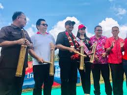 Musik bmbu klarinet siap mzin Kunjungi Minahasa Menpar Arief Yahya Resmikan Pasar Hutan Ranolewo