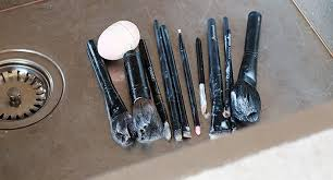 how to clean makeup brushes with coconut oil. how to clean your makeup brushes, disinfect make up brush, brush cleaning, coconut brushes with oil e