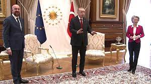 Von der Leyen muss auf Sofarand Platz nehmen: Erdogans Türkei bleibt eine  Machowelt - Politik - Tagesspiegel