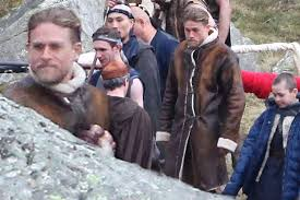 charlie hunnam pictured as king arthur on set guy ritchie s new knights of the round table