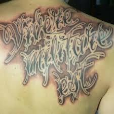 Tetování Latinské Citáty Záda černobílá Tetování Tattoo