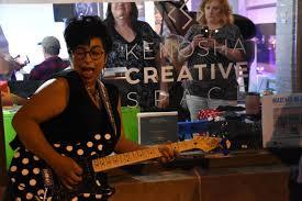 Ivy Ford plays packed room at Kenosha Creative Space | Local News |  kenoshanews.com