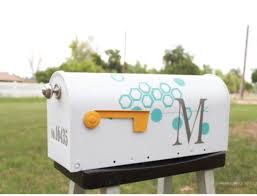 painted mailbox designs. Easy Mailbox Makeover With Fun Octagon Design Using ScotchBlue Painters Tape - LOVE This From Lolly Jane! Painted Designs Y