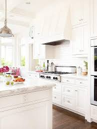White kitchen Glass Backsplash White Kitchen Think It Needs Little More Silver And Maybe Lightly Colored Backsplash Over The Stove Other Than That So Nice Pinterest White Kitchen In 2019 For The Home Kitchen Kitchen Styling