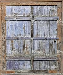 Alte Verwitterte Fensterladen In Ribeauville Elsass Stockfoto Und