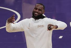 Los angeles lakers celebrate nba title with most expensive championship rings of all time. Lakers Celebrate Nba Championship With Rings Then Get Beat By Clippers Los Angeles Times