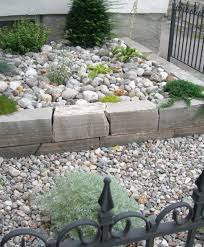 40 Beautiful And Easy Diy Flower Beds To Brighten Your Outdoors within Rock  Flower Beds pertaining