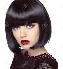 黒ショートボブの髪型ファッション メイク探してブルネットの少女