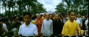 Image result for tăng ni biểu tình chống diệm