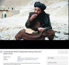 أفغانستان: هل صورة رئيس حكومة طالبان وهو يأكل الرغيف والبصل حقيقية؟ –  الشروق أونلاين