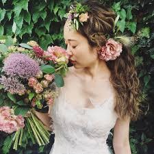 ウェディングドレスが華やかに花を使った髪型アレンジ ドレッシーズ