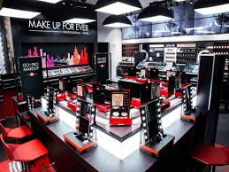 make up for ever has opened new in new york city that debuts the brand s live makeup tutorial experience go pro makeup