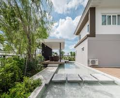 Home Designs: Modern Cantilever House - Large Home Desig